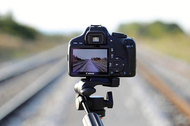 camera-on-railway-2803339_640