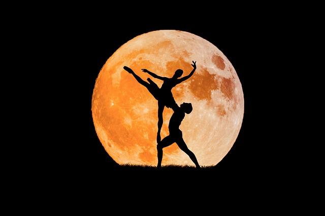 dancing-couple-3156089_640